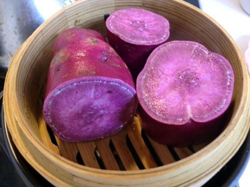 紫芋を蒸す