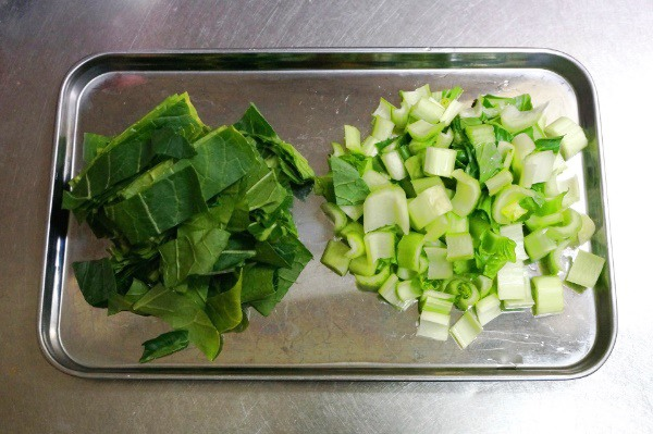 切った小松菜