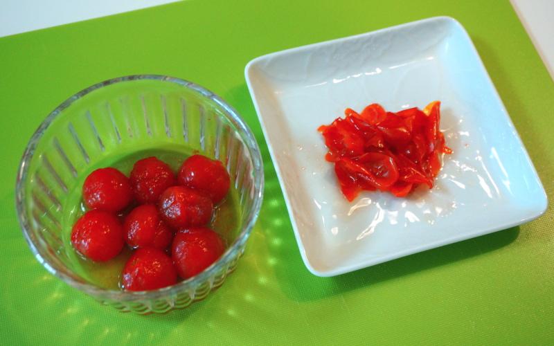 皮をむいたトマト
